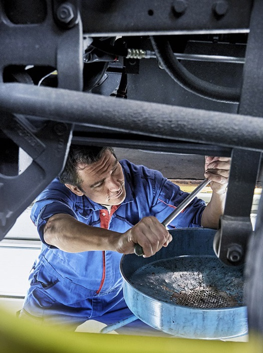 5-reasons-daf-dealer-grease-pit-oil-replacement-1600x900